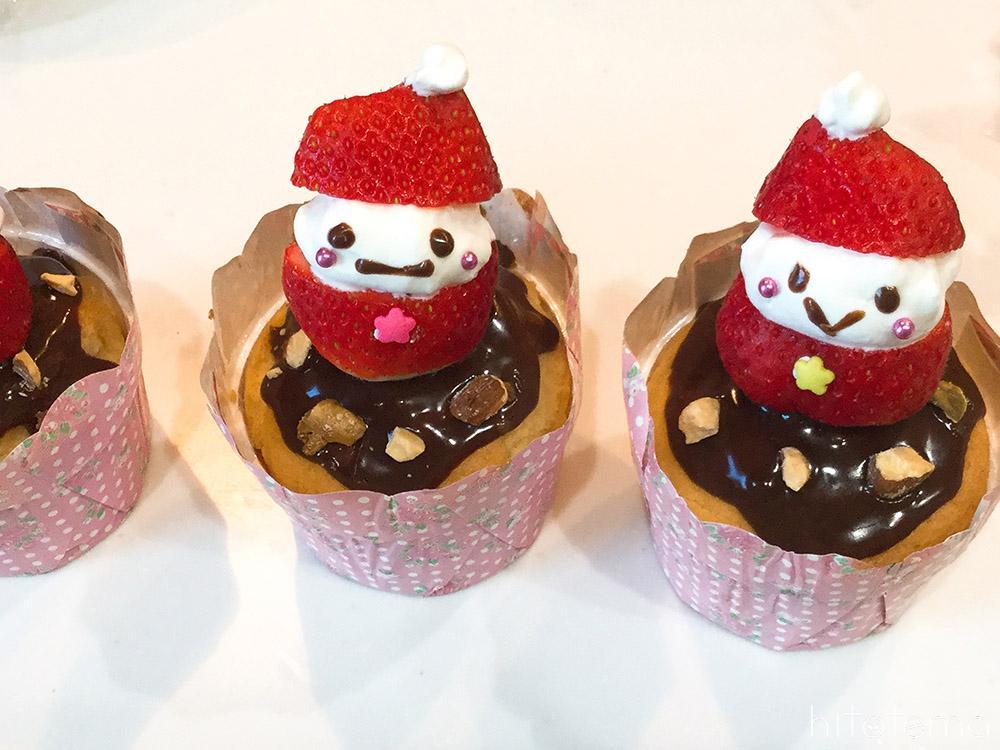 サンタさんのカップケーキの仕上げ3