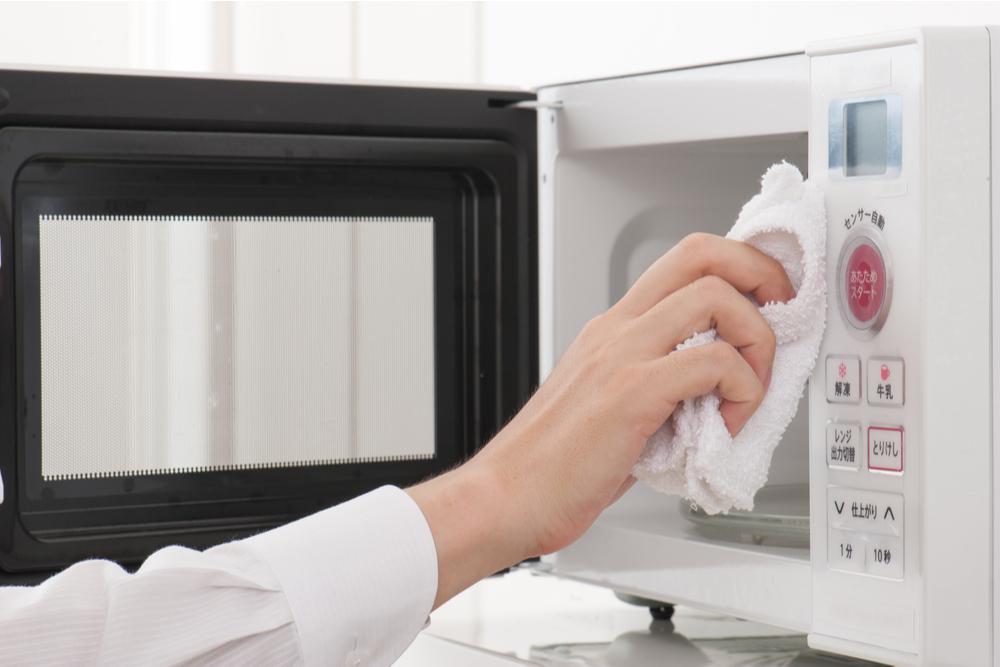 電子レンジを掃除して美味しい料理を手早く作ろう