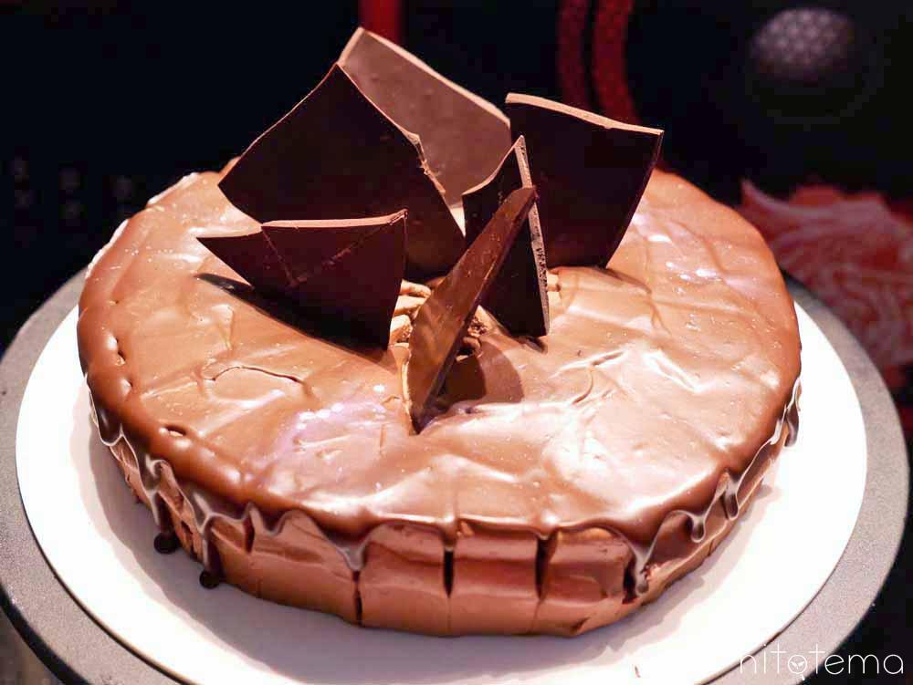斧のチョコレートケーキ