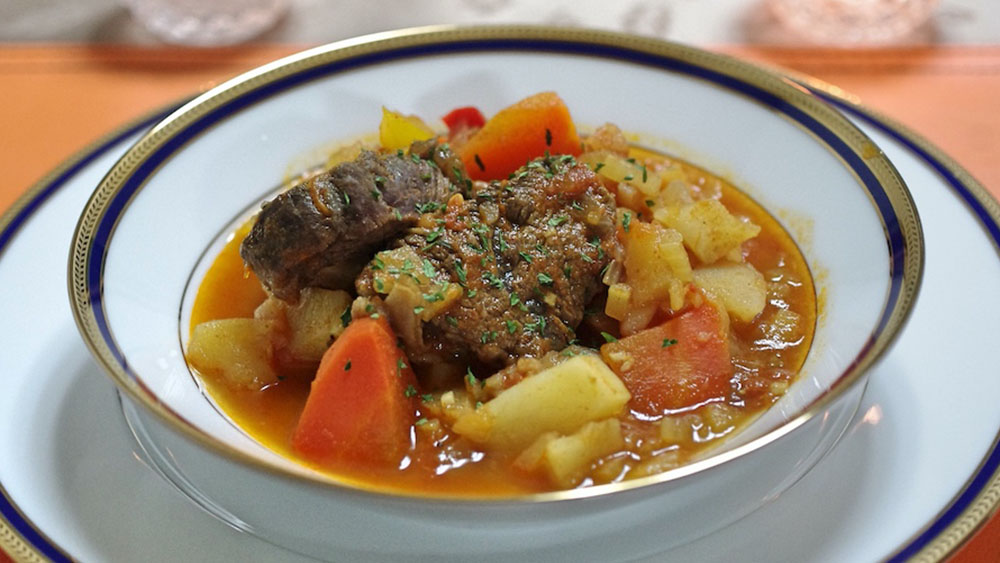 ハンガリーといえばパプリカ!牛肉の煮込み「グヤーシュ」 #世界の料理