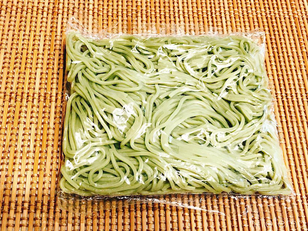 麺はなぜ緑色をしているの?