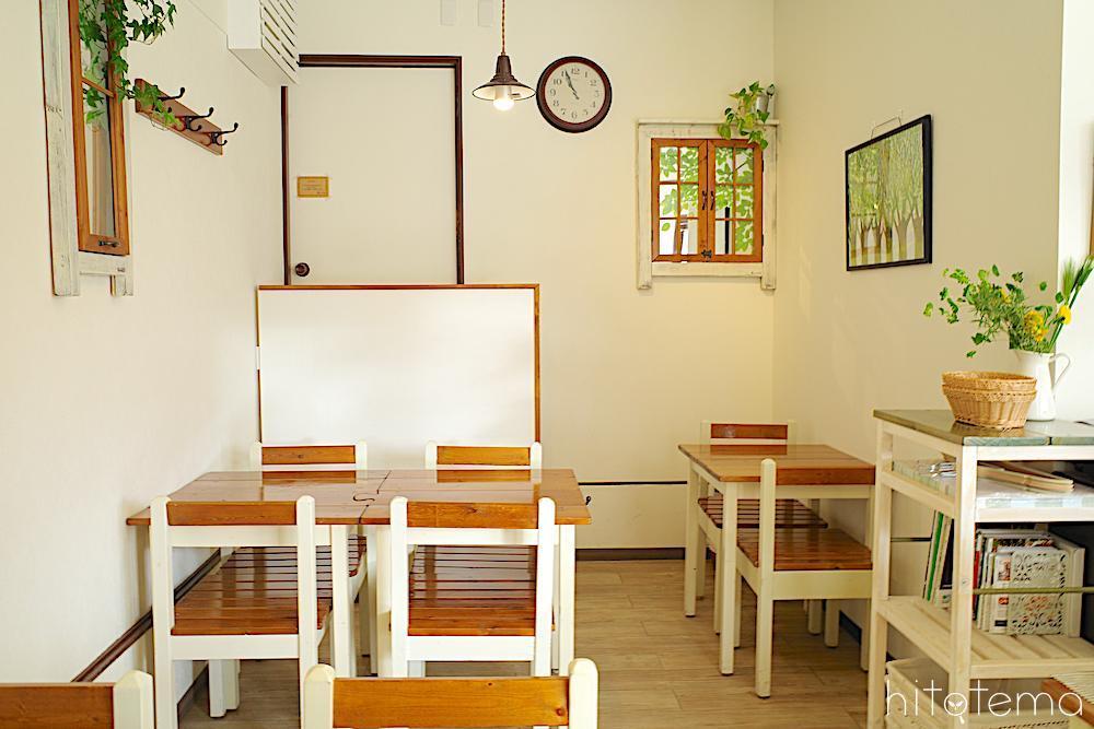 カフェスペースで季節のフルーツコンポートとドーナツのコラボパフェをいただこう