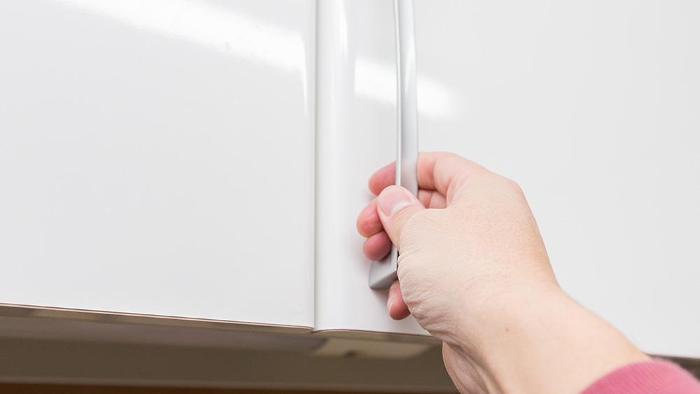 キッチンのシンク上の吊り戸棚は何を収納するのがベスト?