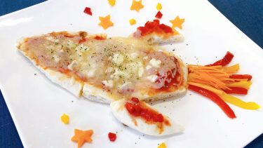 【和訳付き】ディズニー公式レシピ「宇宙船ピザ」ポイント解説も!(Rocket Ship Pizza)