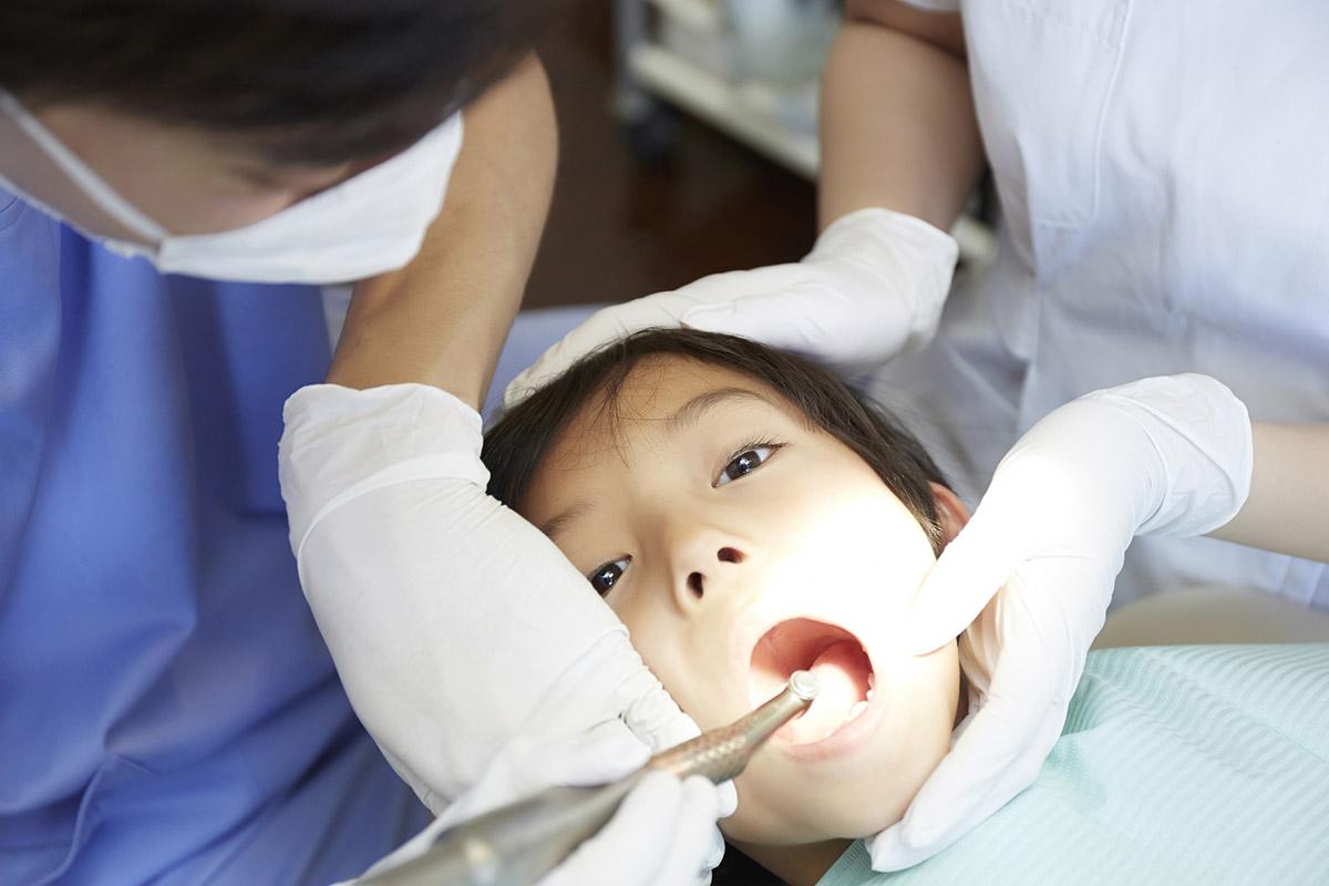 歯が黒いのに気づいたら早めに歯医者さんへ