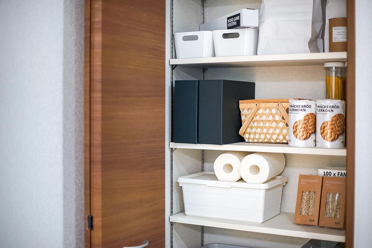 壁付けタイプのキッチンパントリー