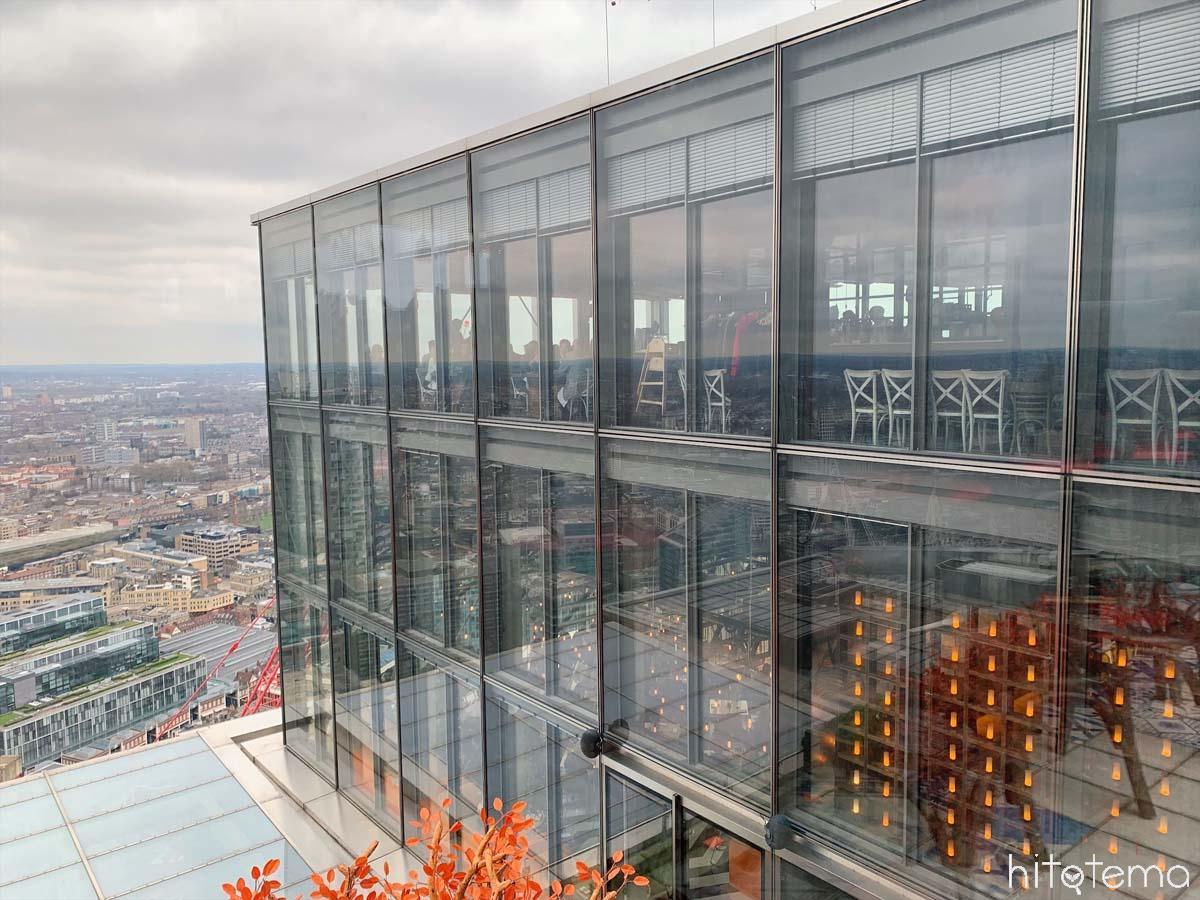 高層ビルの40階にあるレストラン