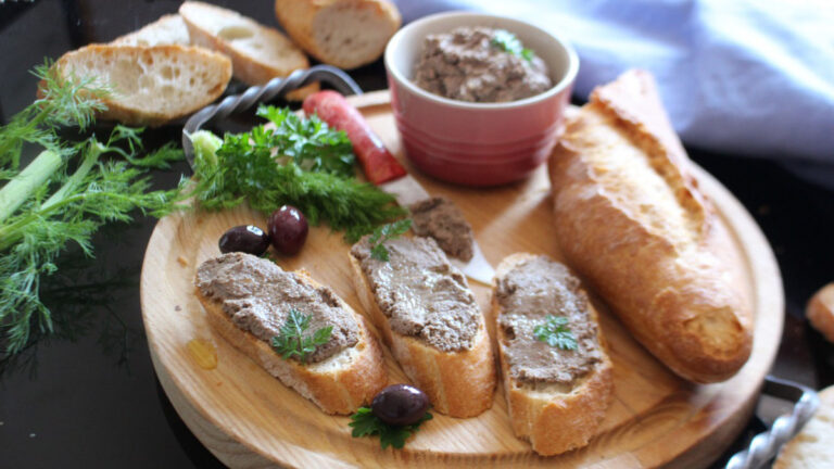 鶏レバーのクロスティーニはトスカーナ料理の粋!ワインがさらに美味に#イタリアからのレシピ直行便