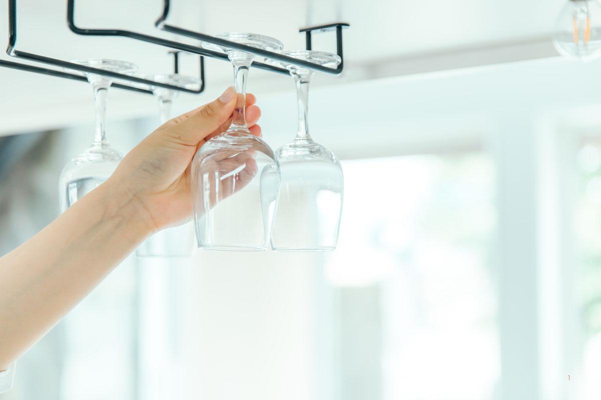 ワイングラスなら吊り下げ収納も便利