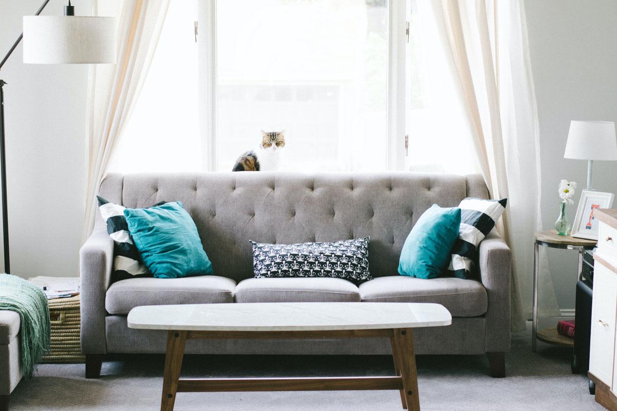 ソファーのある部屋