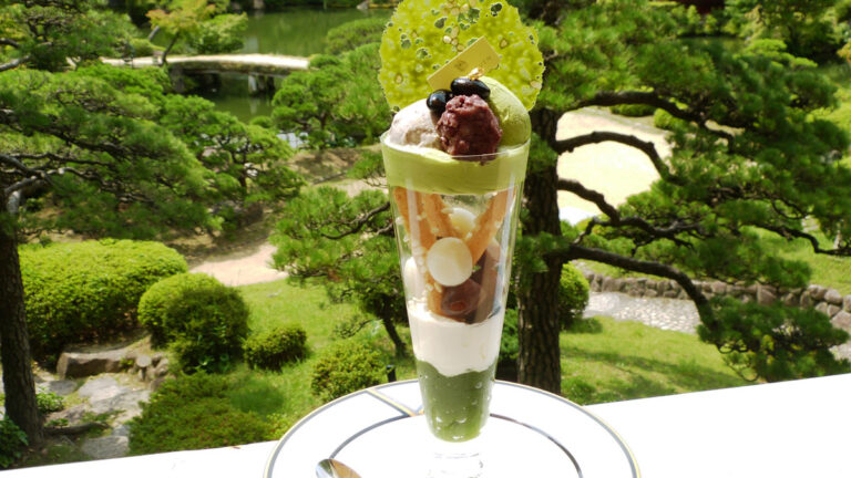 神戸元町「相楽園パーラー」でカフェタイム!日本庭園を見透かせるパフェとは?