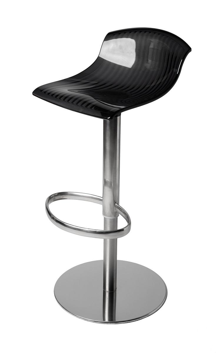 金属脚の椅子
